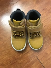 Toddler Boys boots size 6 by carters (pick up only) Alexandria, 22310