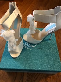 pair of white leather open-toe heels Dallas, 30157