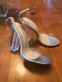 NEW SIZE 6 clear heels!! Mississauga, L5A 3C1