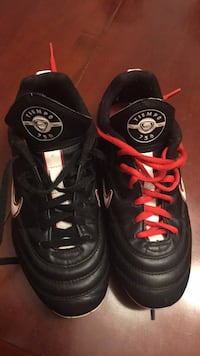 pair of black-and-red Nike basketball shoes Albuquerque, 87106