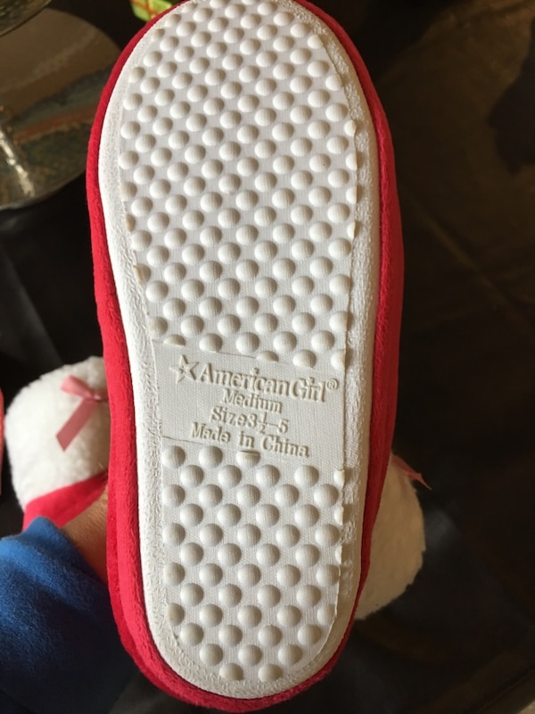 """Girls """"american girl"""" holiday slippers size 3 1/2-5 new! Christmas! 68ca8a3b-2537-4667-890d-d6a61c7e03f3"""
