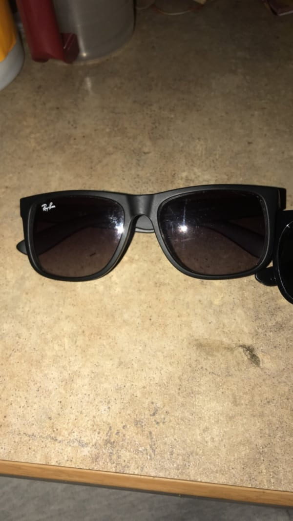 2 pairs Ray Bans 5
