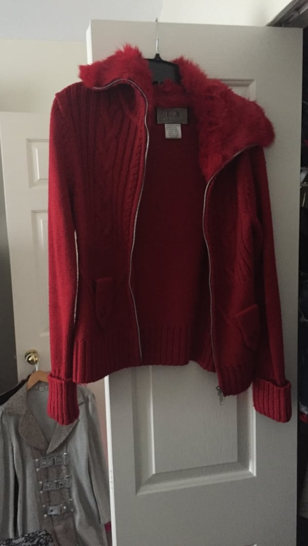 Red sweater with zipper all the way down , warm and cozy size S/M prices to go ad448e50-2f4e-4c7b-a01a-bbdf60e2f9c1