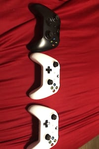 Xbox 1 controllers 3 for 105$ and 35$ each. Fine condition