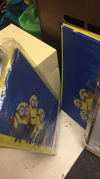 Brand new Minion toy box/toy chest. I have two new for sale. Only $20 each! . Pick up is in Laval. Toy boxes! Laval, H7Y 1L3