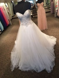 women's white and gray sweetheart neckline wedding gown