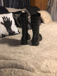 Old school Skechers lace back platform boots good condition, still have the cool factor-size 6&1/2 to 7, women's I actually screwed that up at first they were size 5 but they fit me fine I am I wear a size 6 1/2 to 7 they're not from here the British so t Centralia, 98531