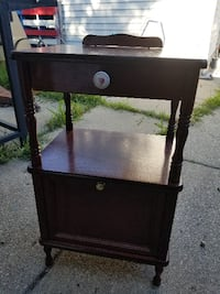 wooden end table  Milwaukee