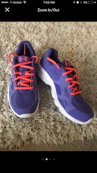 pair of blue-and-pink Nike running shoes Aurora, 60506