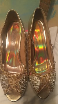 Size 8.5, gold and silver heels Toronto, M9W 3X1