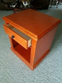 Formica Cherry top end table Hagerstown, 21740