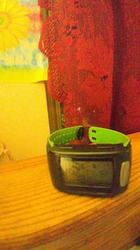 black and green smartwatch 25$ paid over100$ 482 km
