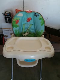 baby's white and green high chair Fresno, 93706