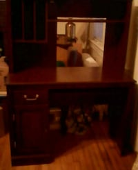 Brown wood desk Roanoke, 24015