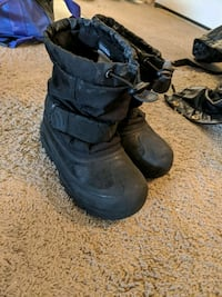 Toddler size 13 winter boots New Brighton, 55112