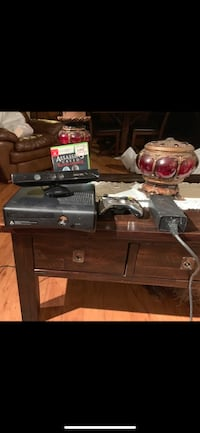 Xbox 360 1 control 1 game and Xbox has games in it Kinect also included Providence, 02908