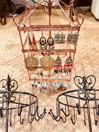5 jewelry stands and 10 pairs of earrings Springfield, 22152
