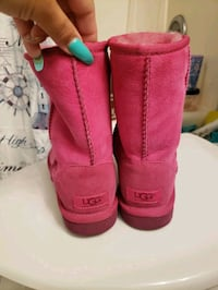 Authentic pink uggs size 3.5 Paramount, 90723