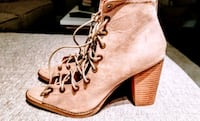 Size 10 Open front lace up BOOTIE! Hyattsville