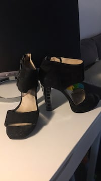 pair of black leather open-toe size 8  Santa Ana, 92707