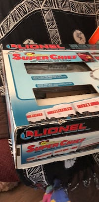 Vintage Lionel Train Set Complete in Proper Working Order -   Extra Different Engine  New In Box  Farmington Hills, 48336