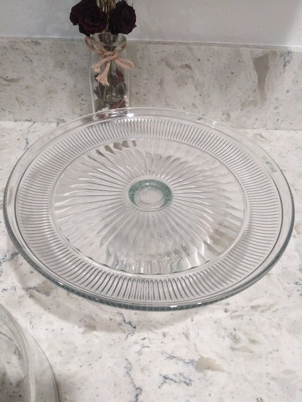 Cake stand$12 abfea735-d656-4fca-a289-947cf3a0beff