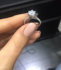 18k white gold diamond engagement ring 1.50 carat round brilliant cut H colour, SI2 clarity