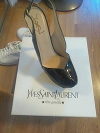 pair of black leather pointed-toe pumps Upper Marlboro, 20772