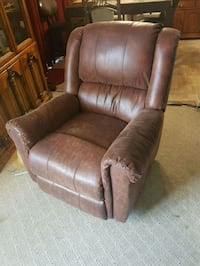 brown leather recliner sofa chair West Kelowna, V4T 2M3