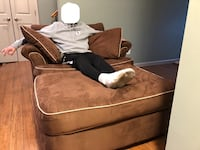 Super Comfy Oversized Loveseat in Excellent Condition Piscataway, 08854