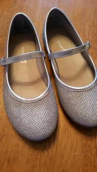 Girl's Glittering Dress Shoes, size 11 Victorville