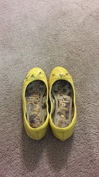 pair of yellow-and-black Nike running shoes Rowland Heights, 91748