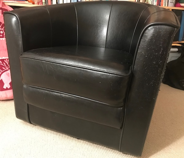 Used black leather tufted sofa chair for sale in Tinton Falls - letgo