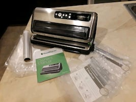 FoodSaver FM5400 2-in-1 Vacuum Sealing System with Starter Kit