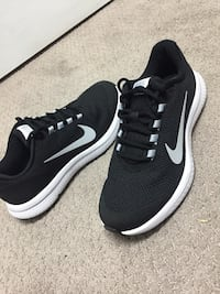 Nike running shoe for men size 7.5