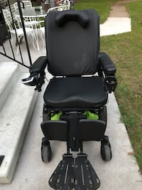 Quantum Edge 2.0 Power Chair. New condition, only 1 year old.