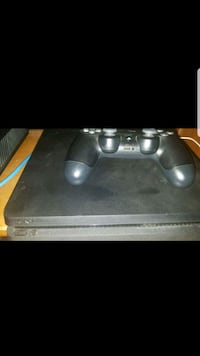 Ps4 slim with controller  Cutler, 93615