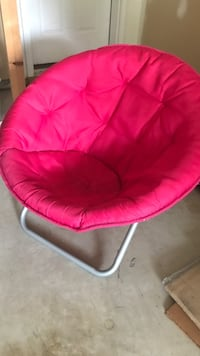 baby's pink and white moon chair Chantilly, 20152