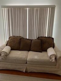 Comfy 2 seat couch Laurel, 20724