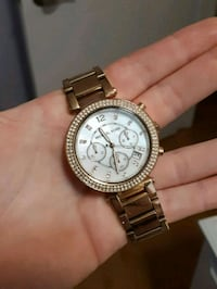 round silver Michael Kors chronograph watch with s London, N6K