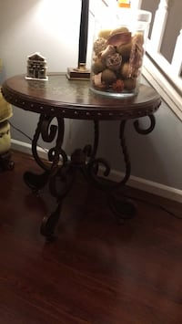 round brown wooden side table Naperville, 60565