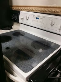 Whirlpool self cleaning oven  Davenport, 33897