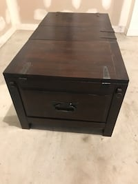 Crate and barrel storage coffee table New York, 11249
