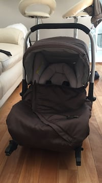 Baby's black and gray stroller Montréal, H2J 2W7
