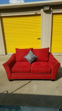 Large loveseat (Free delivery) College Park, 30349