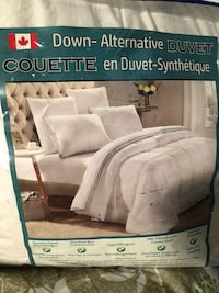 White down-alternative duvet king size