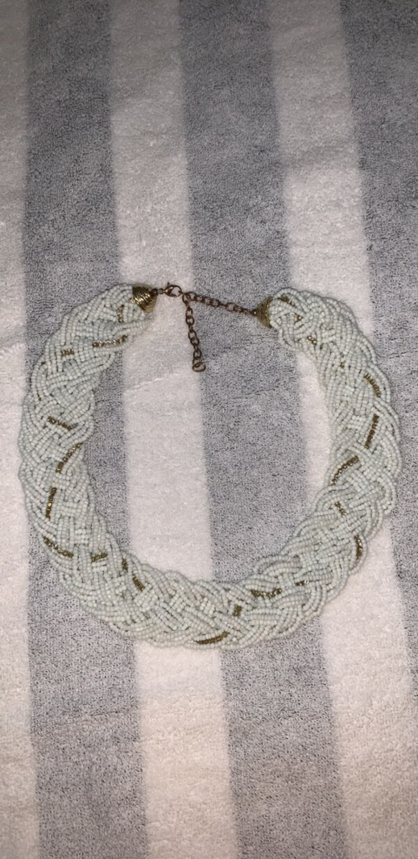 Necklace 2ddeca46-5889-49f6-bc46-0770f4c9a9f5