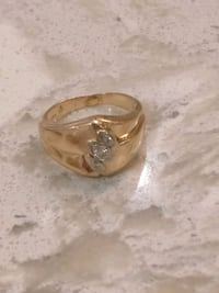 14 k Gold Ring with Diamonds Size 7.5 Toronto, M6A
