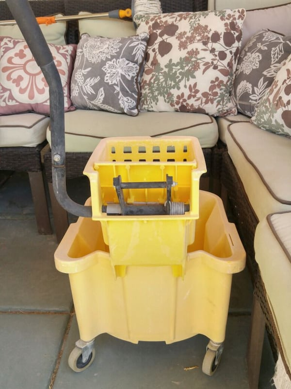 Industrial Mop Bucket 1
