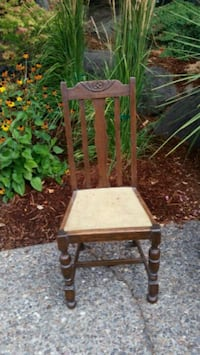 4 wood chairs, need new material for seats, $15 ea Tigard, 97224
